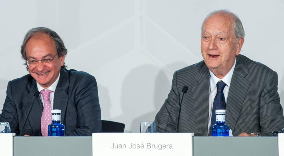 Pere Viñolas (izquierda), consejero delegado de Colonial, y Juan José Brugera, presidente, en la junta de accionistas de 2019 de la inmobiliaria.