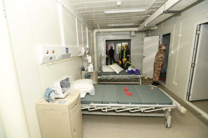 El nuevo hospital estará operado por 1.400 médicos militares, 950 de ellos procedentes de hospitales del Ejército de Liberación Popular y, los 450 restantes, de universidades de las distintas ramas de las fuerzas armadas.