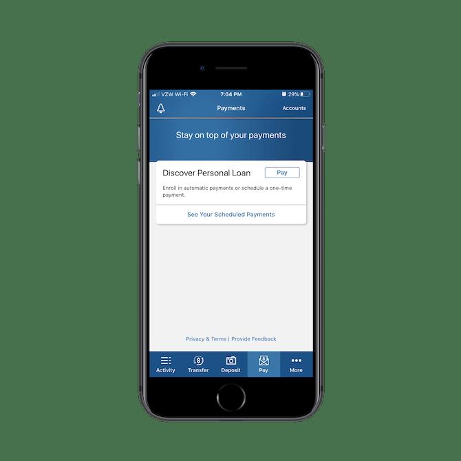 L'application Discover Banking présente une interface calme avec des tons bleus et gris relaxants, des boutons fantômes et beaucoup d'espace libre.