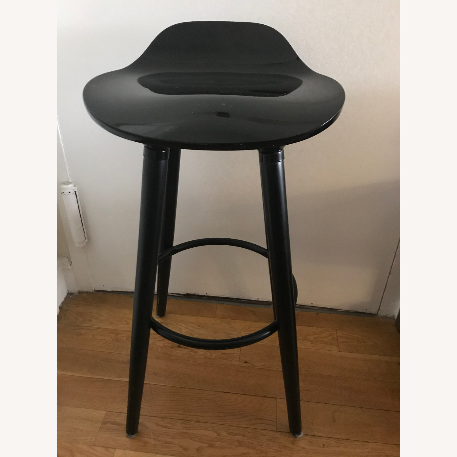 Elle Decor Black Countertop Bar Stools Aptdeco