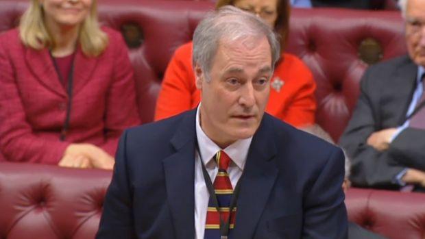Royaume-Uni : arrivé en retard au Parlement, il présente sa démission