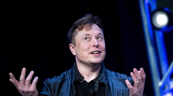 """Musk: """"Volevo vendere Tesla ad Apple, ma Cook non mi ha mai richiamato"""""""