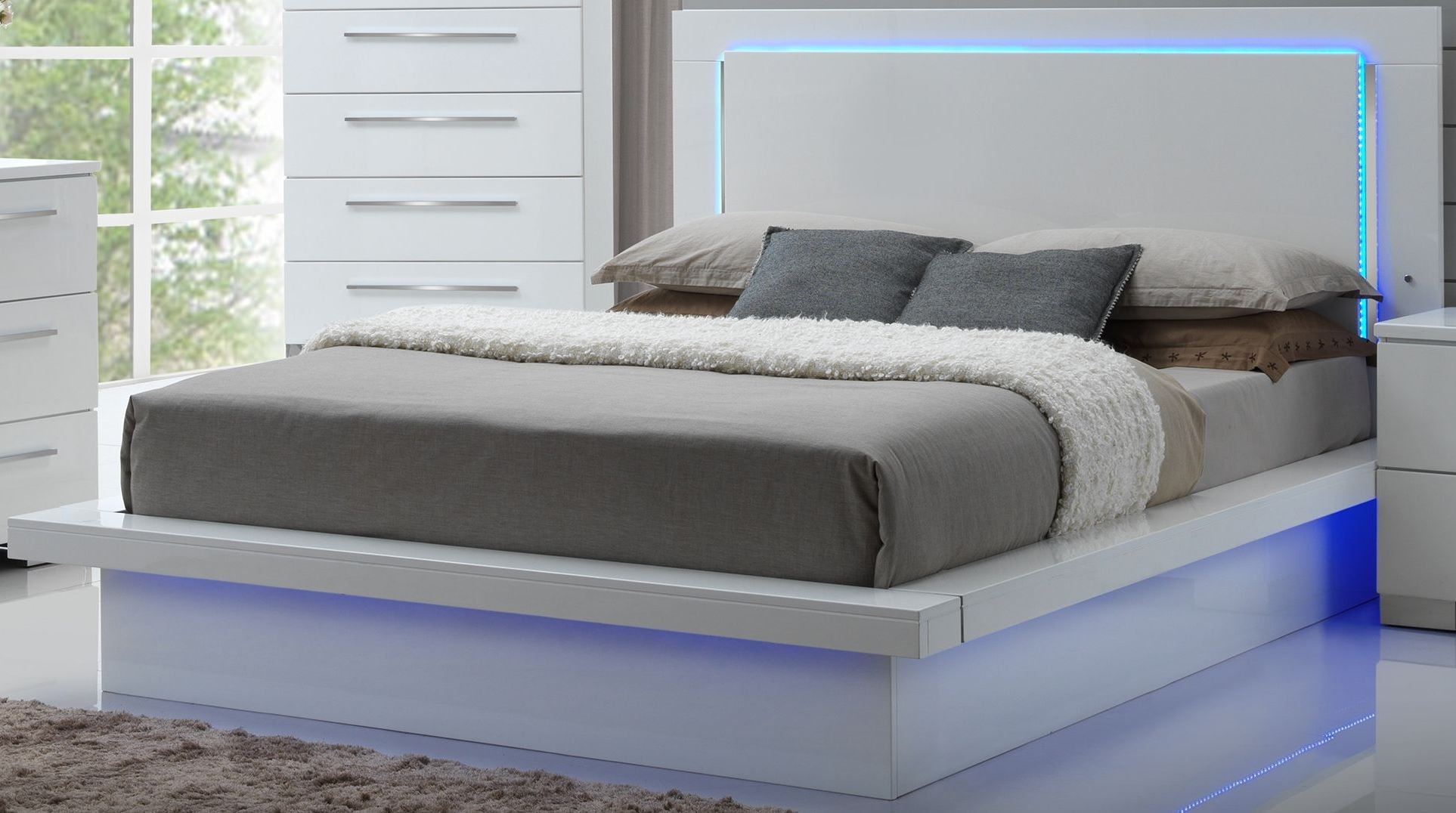 Sapphire High Gloss White Laminate King Platform Bed From