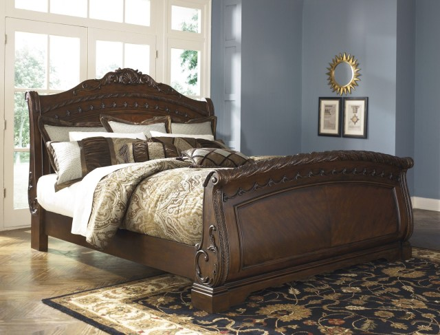 North Shore Sleigh Bedroom Set from Ashley B553