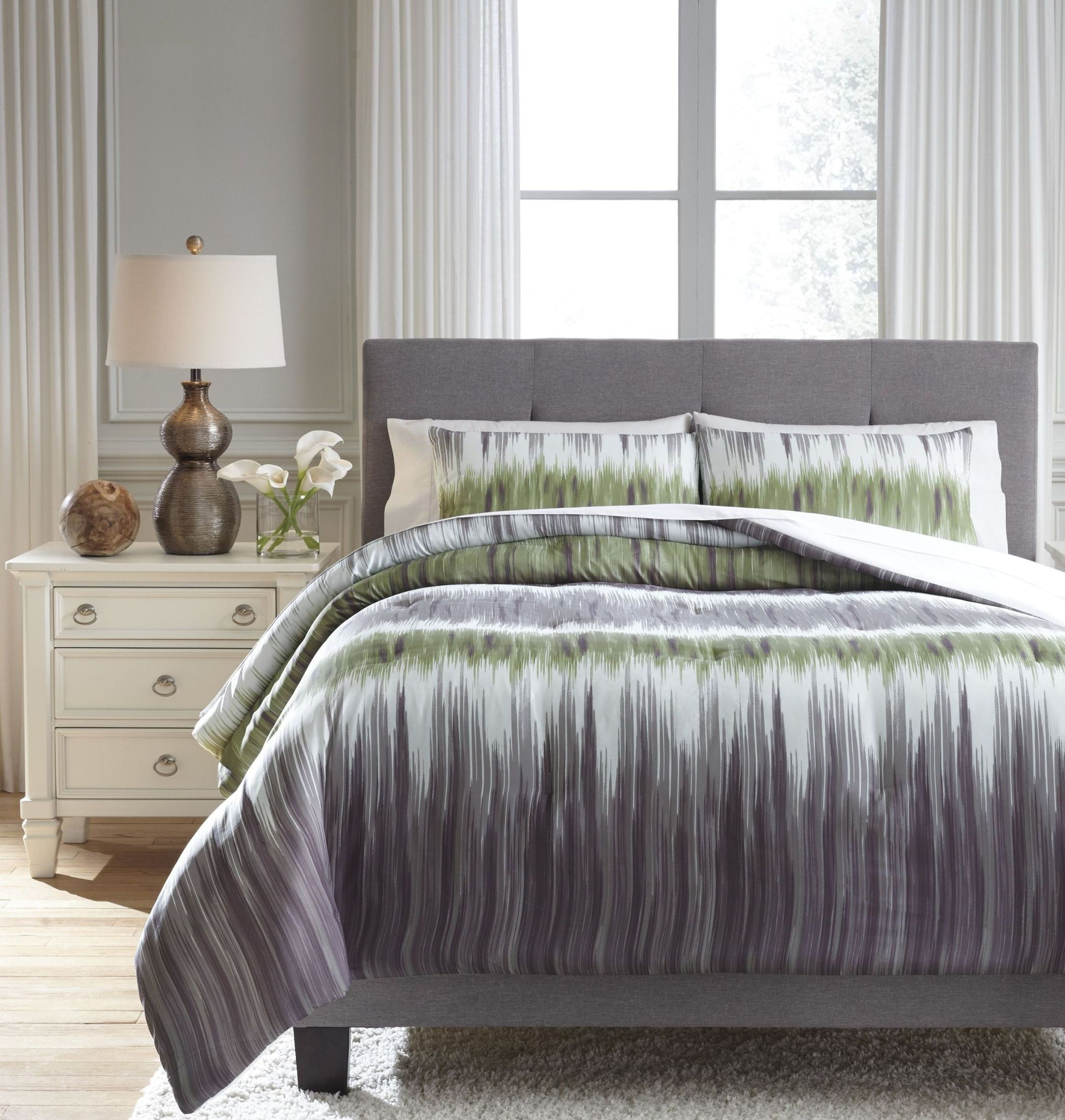 Agustus Gray And Green King Comforter Set From Ashley