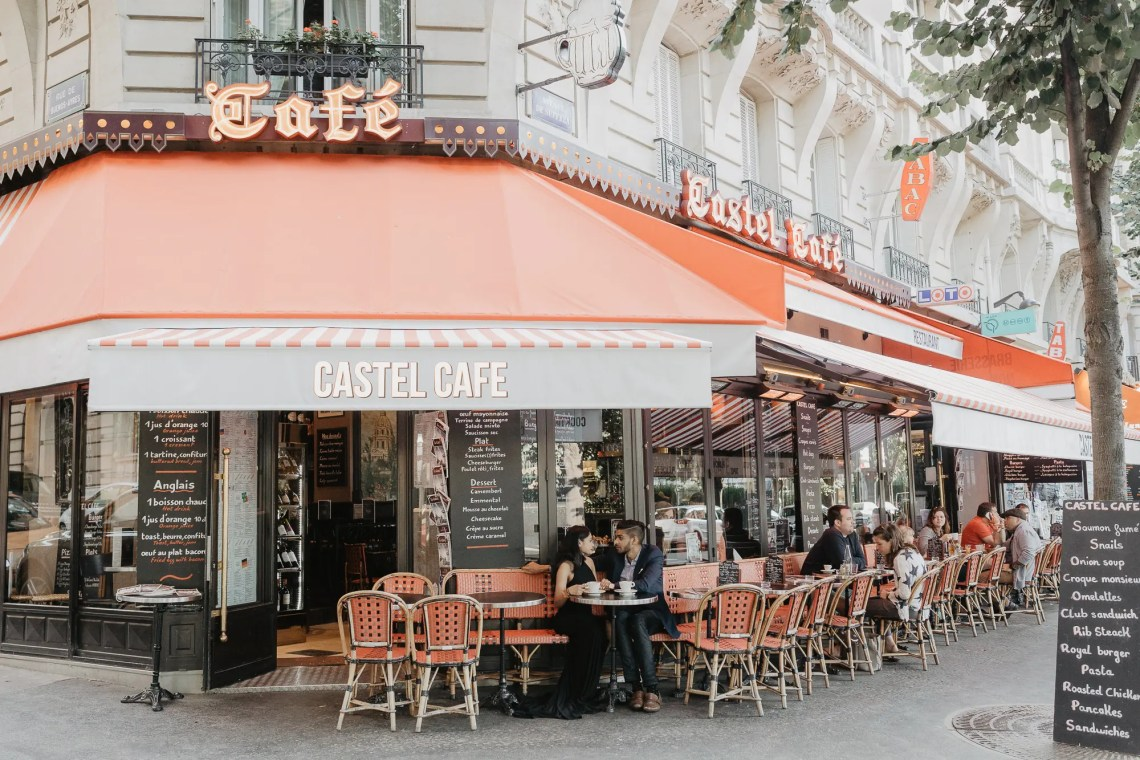Couple Parisian cafe photography