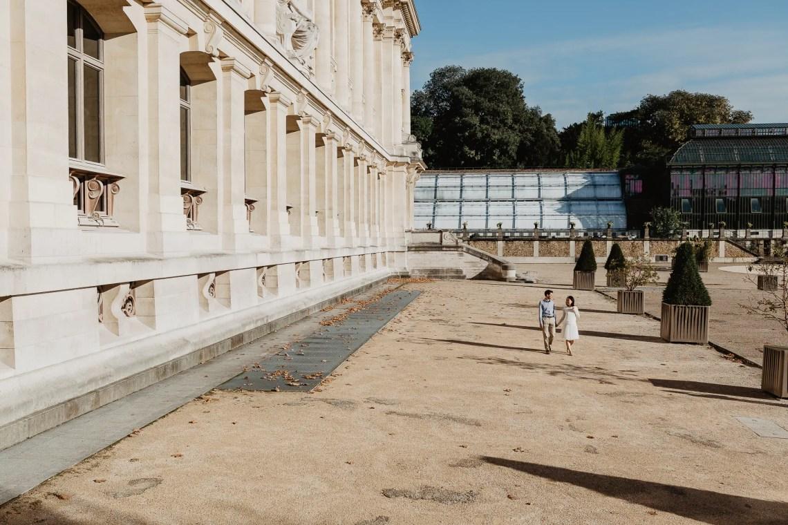 Couple strolling in Jardin des Plantes