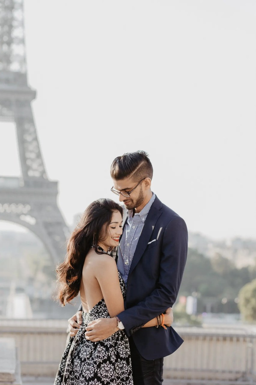 Eiffel tower Surprise proposal Paris photographer