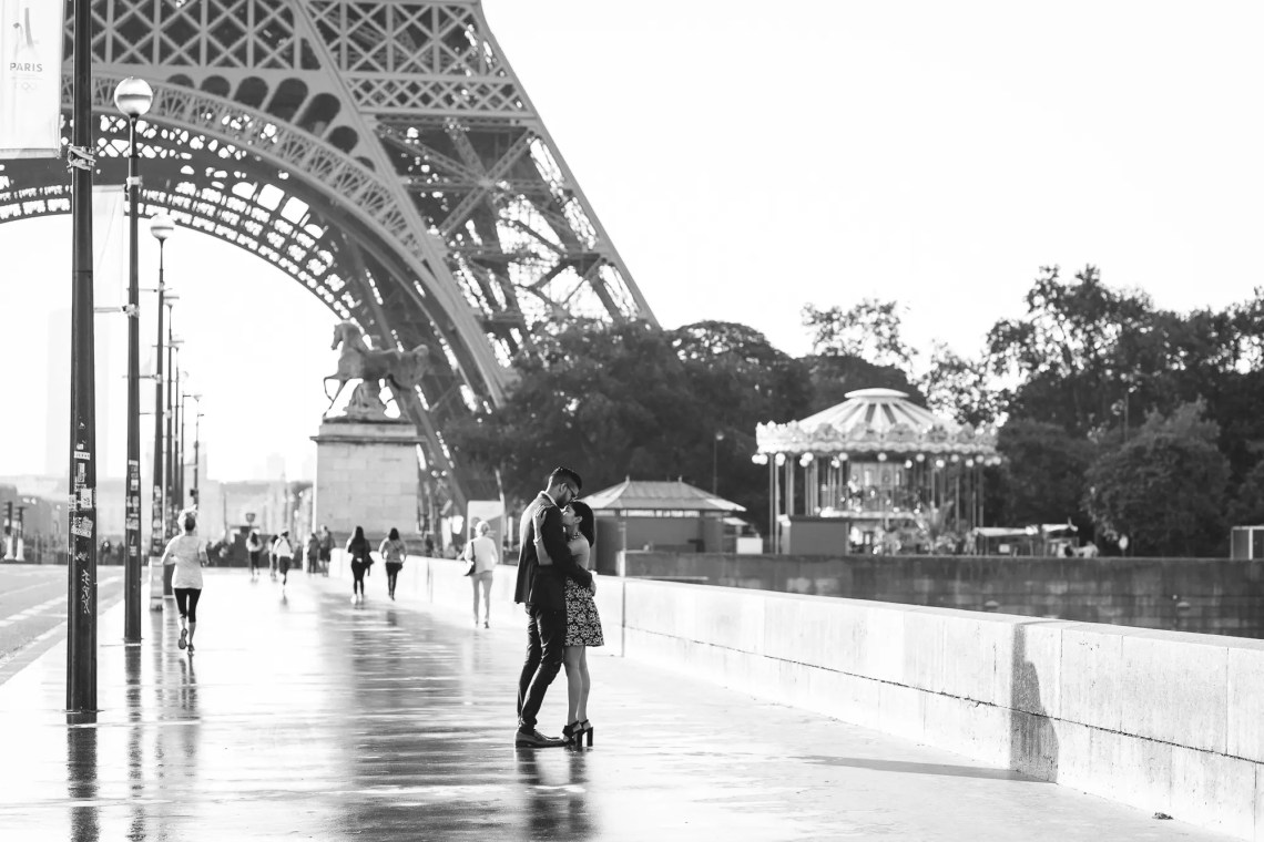 Black and white Couple Paris Photography Eiffel