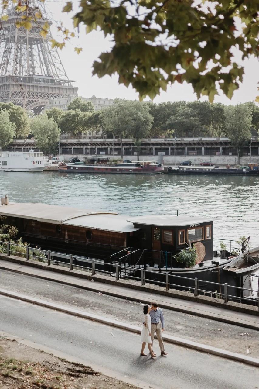 Engagement photos in Paris, Unique view Eiffel Tower - Bir Hakeim bridge