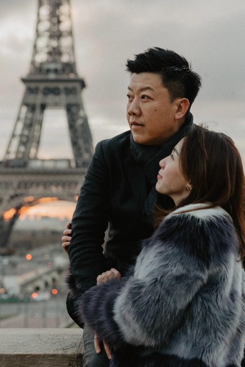Couple Singapore Eiffel tower sunrise Paris