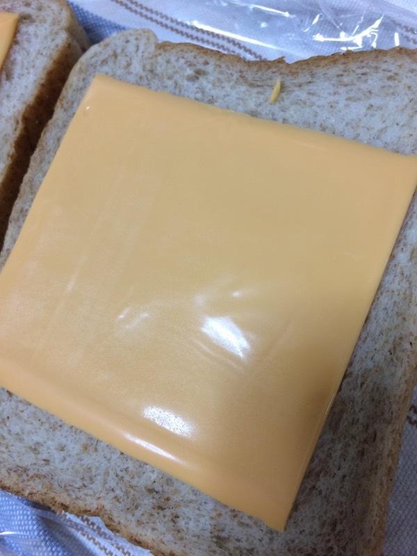 業スー(業務スーパー)のJUCOVIA業務用チェダー・スライスチーズ