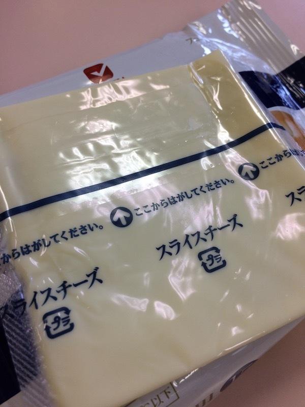 業務スーパーではJUCOVIA業務用スライスチーズ(プレーン)15枚入り225gが185円で安い