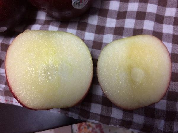ジャズりんご(ニュージーランド産)の味、重さ、栄養、購入価格等の特徴