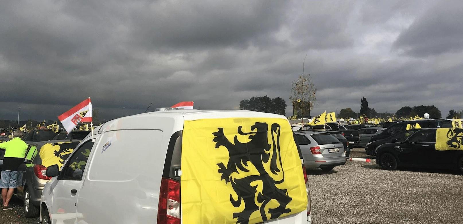Depuis son trône jaune et noir, le Vlaams Belang appuie là où ça fait mal