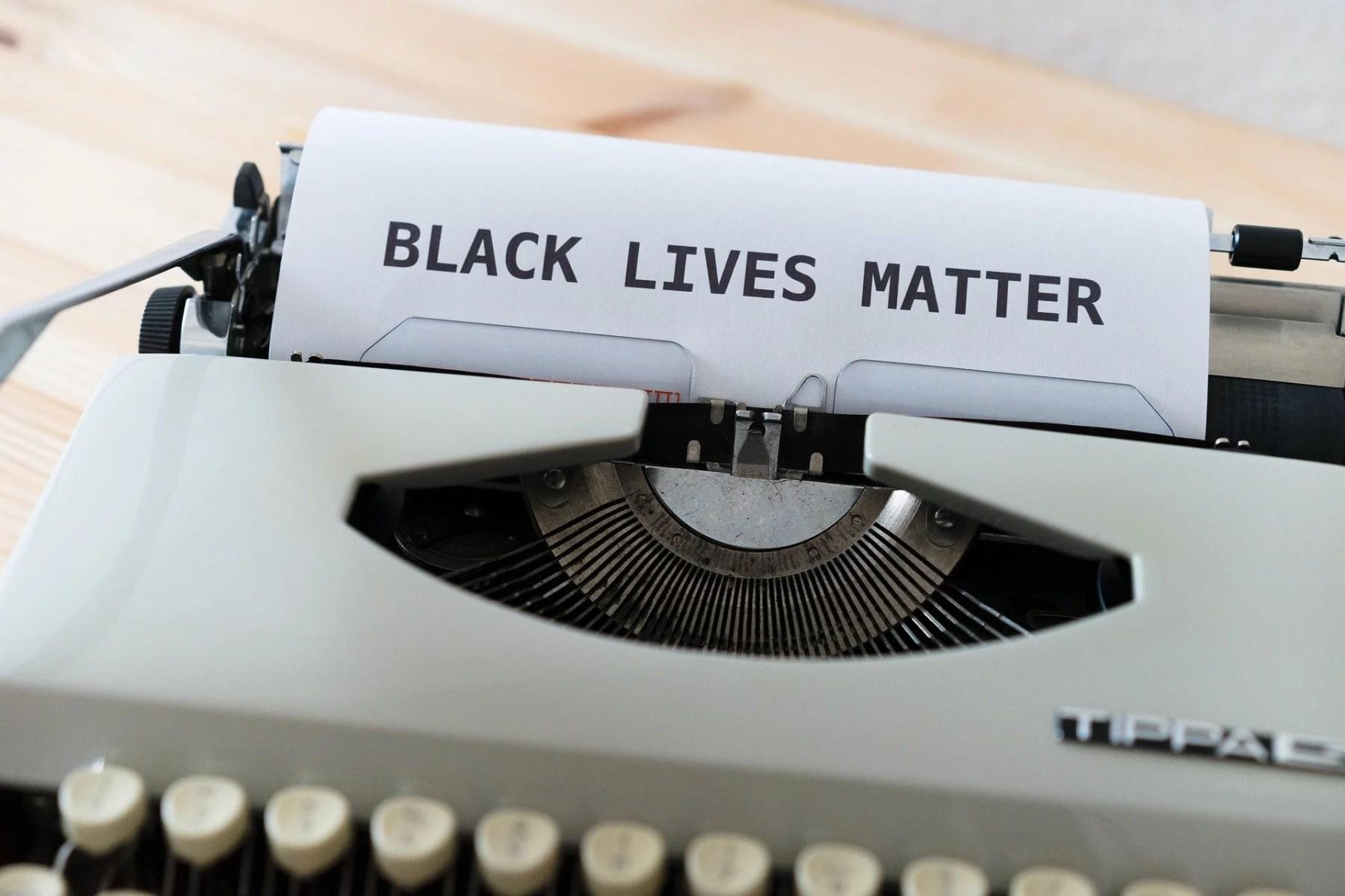 Le poème d'Amanda Gorman doit-il absolument être traduit par une femme noire?