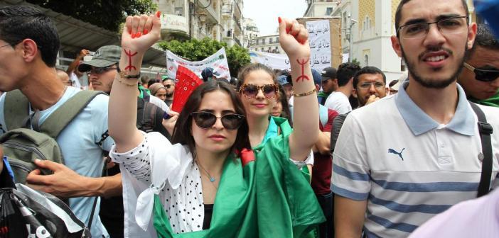 من أجل التضييق على الحراك الشعبي الذي تتسع دائرة احتجاجاته.. السلطات الجزائرية تفرض وجوب التصريح عن المسيرات
