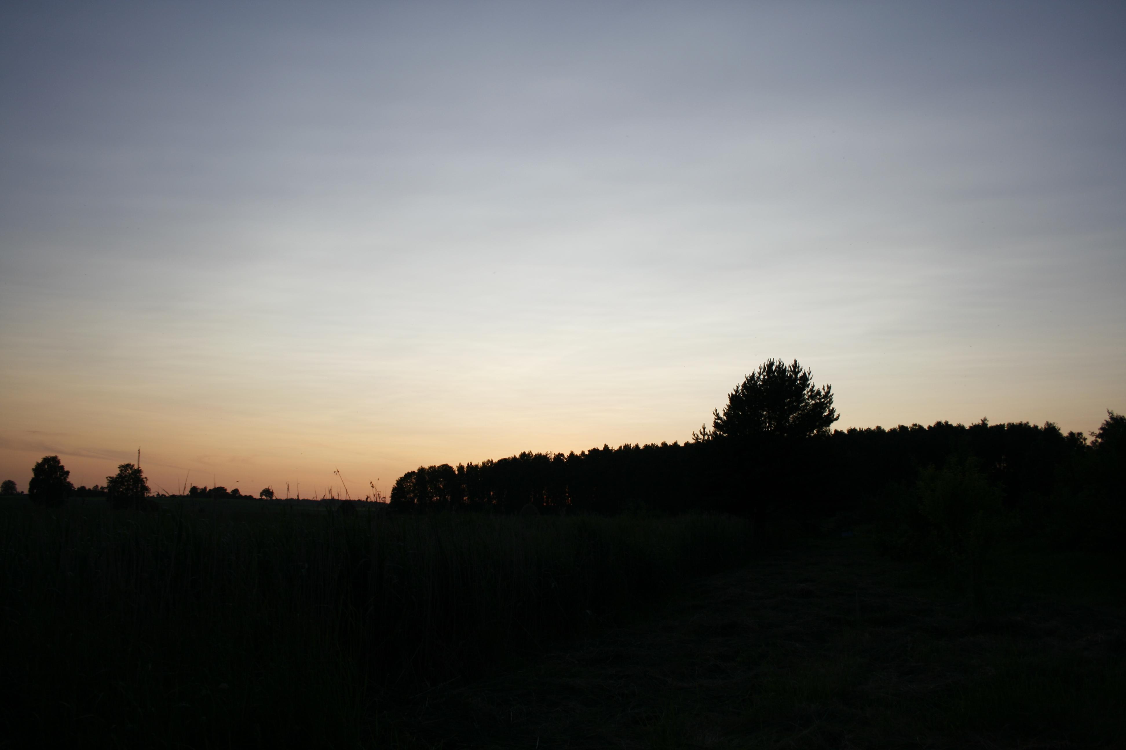 Vulkānisko pelnu saulriets Aucē 2.jūlijā