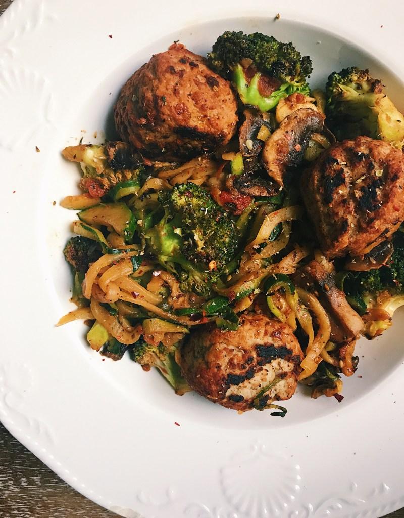 Arrabbiata Zoodles with Veggies & Meatballs