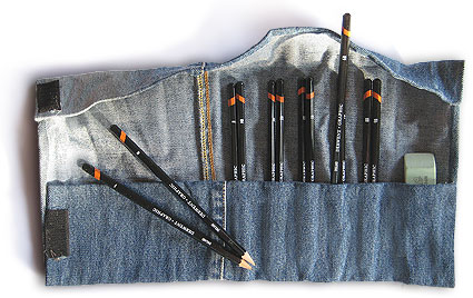 Make your own pencil roll from jeans