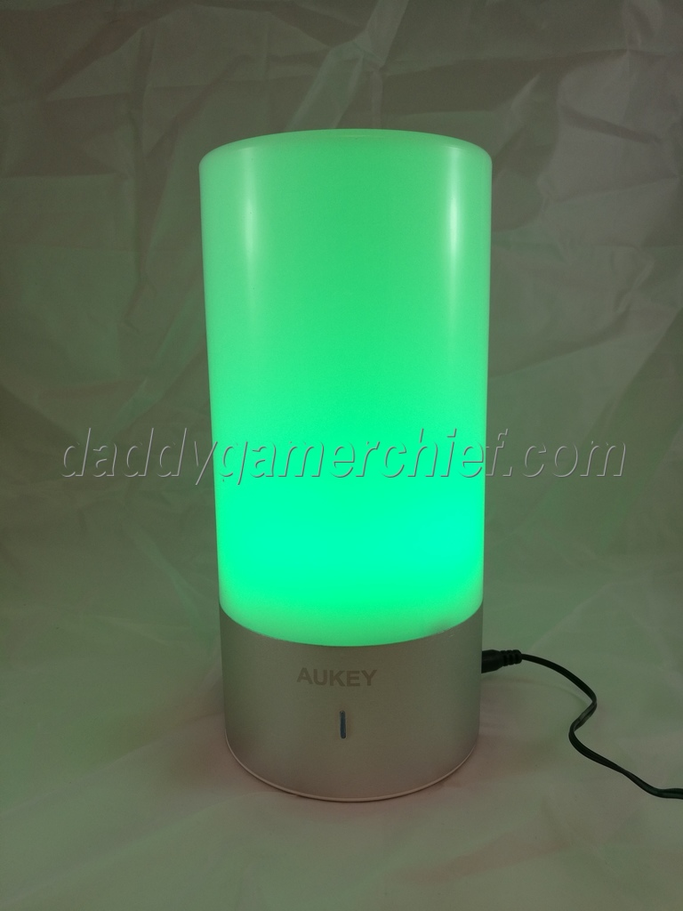 test la lampe de chevet tactile led de aukey. Black Bedroom Furniture Sets. Home Design Ideas