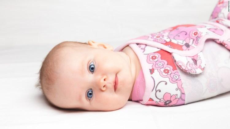160510170210-baby-swaddle-super-tease-768x432 Почему нельзя спать на животе или как уменьшить риск синдрома внезапной детской смерти (СВДС)
