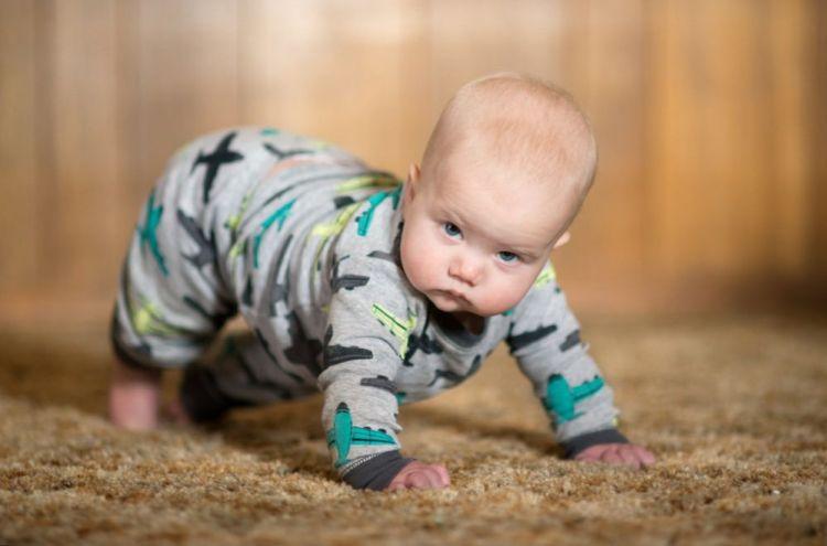 32890584381_8af4c13334_b Развитие ребенка: Учимся ползать.