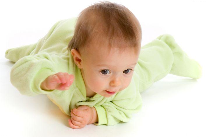 Commando-crawl Развитие ребенка: Учимся ползать.