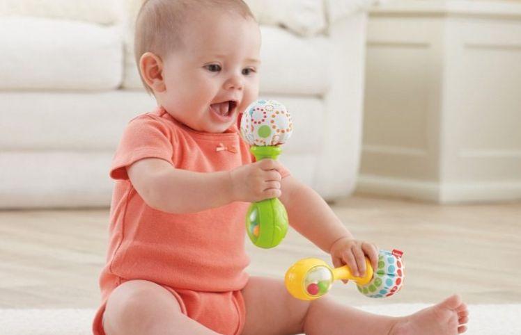 Fisher-Price-Rattle-and-Rock-Maracas-Musical-Toy-759x500 Развитие ребенка: Особенности развития зрения детей.