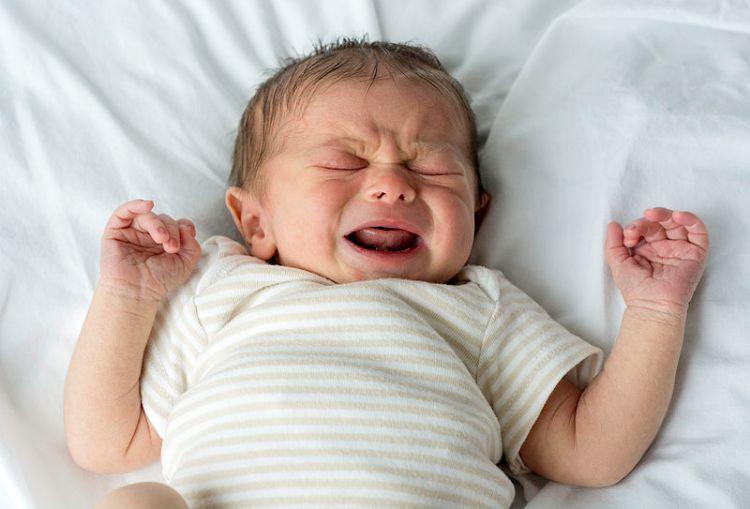 Human-Male-White-Newborn-Baby-Crying Как научить ребенка засыпать самостоятельно?