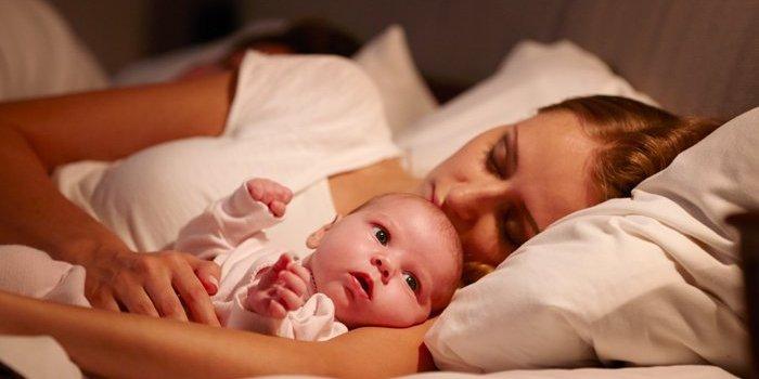 Совместный сон с младенцем, есть ли повод волноваться, что перевернёшься на ребенка?