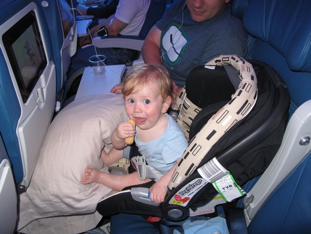 baby-b-airplane1 В самолёт с младенцем, влияние на здоровье и успокоение плача.