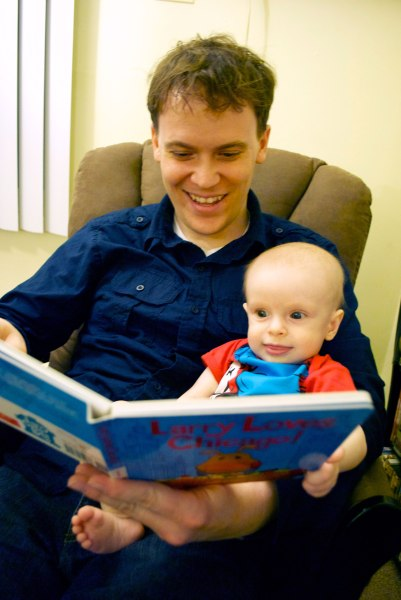 Dad-Son-Reading-Larry-Loves-Chicago