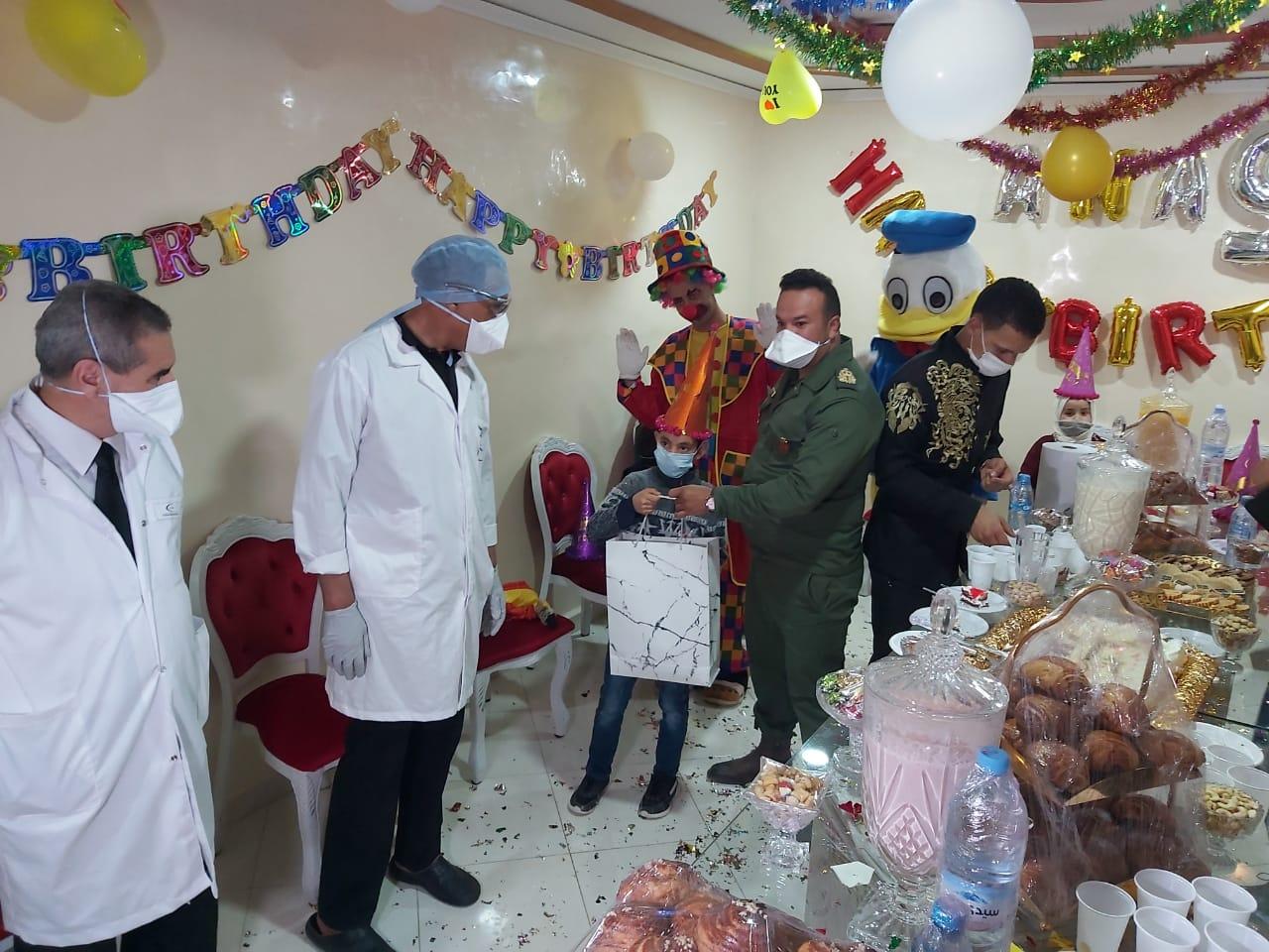 سلطات ميدلت تطبع الابتسامة على وجوه أطفال أصيبوا بفيروس كورونا