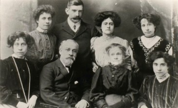 Sophia Banham with husband and daughters