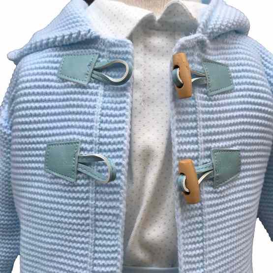 Detalle chaqueta Dolce Petit conjunto bebé 3 piezas celeste
