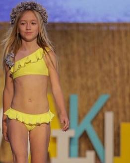 Manuela Montero bikini amarillo