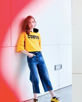 Custo Barcelona sudadera amarilla con capucha catálogo