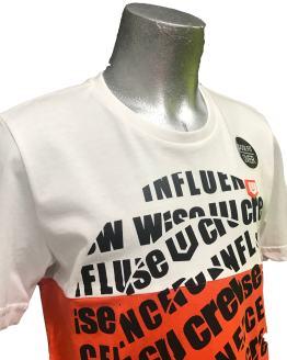 detalle IDO camiseta chico blanca y roja círculo de letras