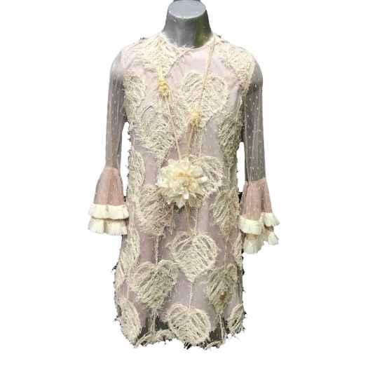 Look con collar vestido sarira