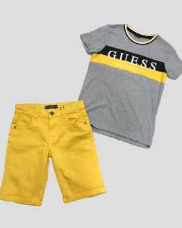 Propuesta look Guess camiseta chico gris franja bicolor amarillo