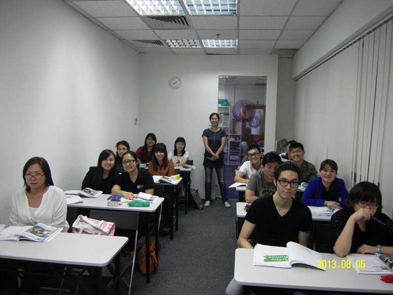 Teacher Ms HJ Kim and her students Learn Easy Korean at Daehan Korean Language Centre