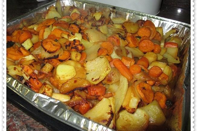 תפוחי אדמה ובטטות, צלויים בתנור עם ירקות שורש