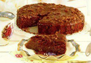 עוגת דבש עסיסית עם שקדים וריבת חלב