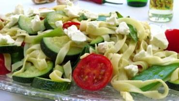 פסטה עם ירקות וגבינה בולגרית