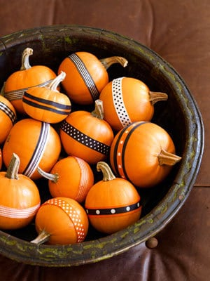 easy DIY no-carve Halloween pumpkins decor with ribbons