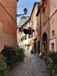 trastevere3-scaled-e1616325918275 Staying in an authentic medieval village to discover Tuscany