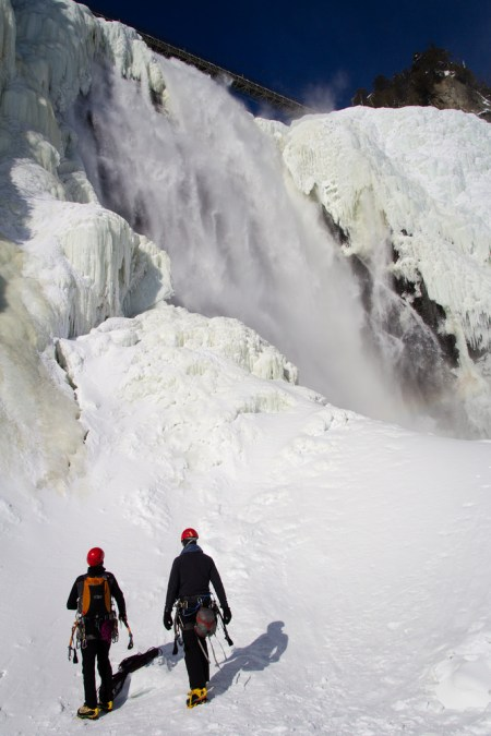 Grimpeurs sur glace, face à la chute de Montmorency.