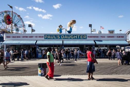 Paul Daughter, restaurant à Coney Island.