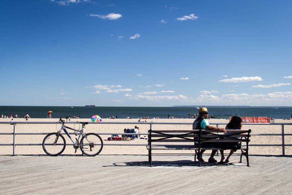 Promenade et plage de Coney Island.
